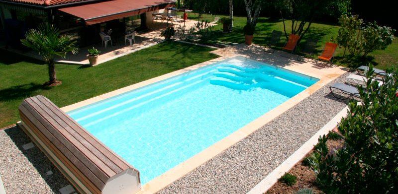 70 mod les de piscines au design soign for Piscine coque polyester pau